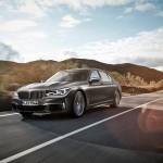 BMW-M760Li_xDrive_2017_1024x768_wallpaper_01
