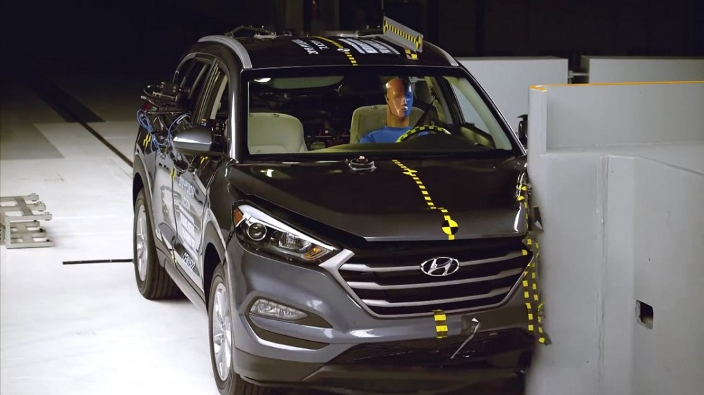 2016-Hyundai-Tucson-IIHS-Small-Overlap-Crash-Test-Front-View-1024x575
