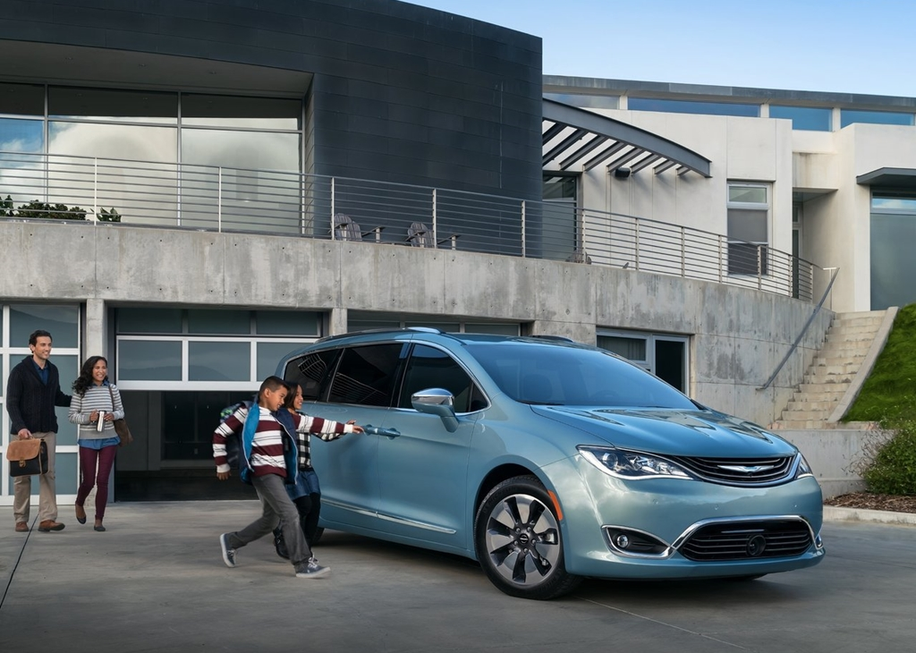 Chrysler-Pacifica-2017-1280-15