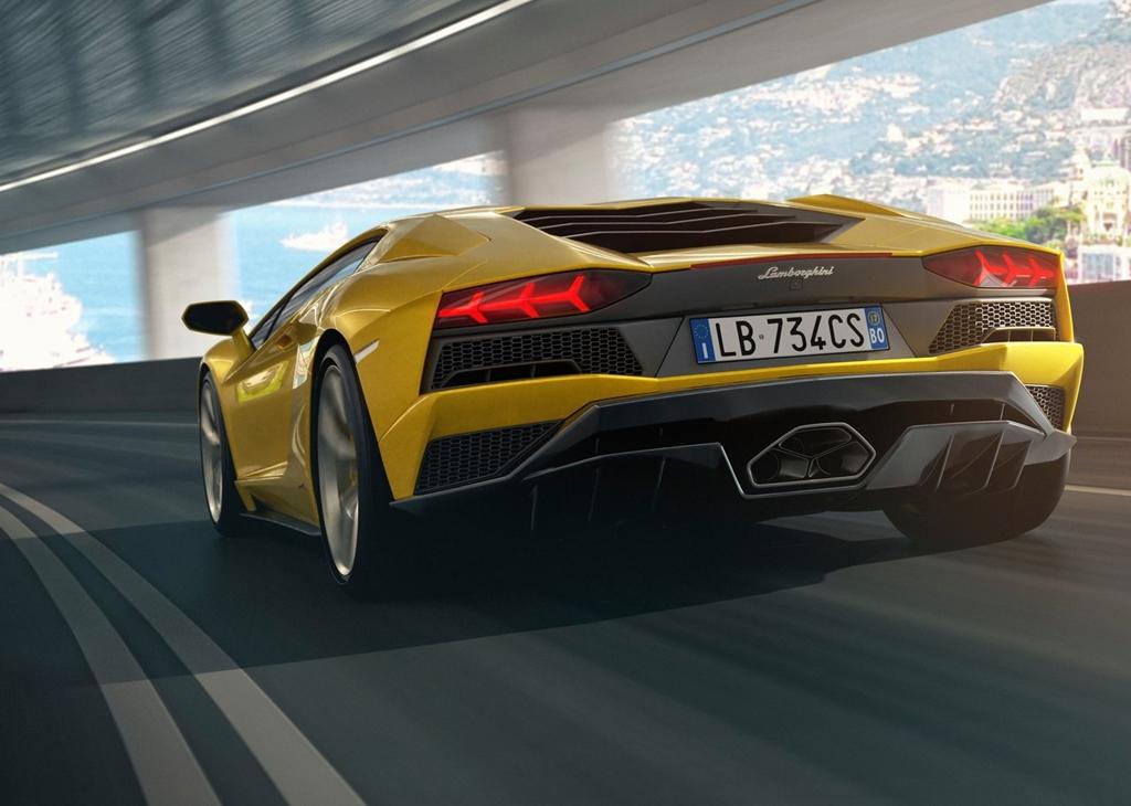 Lamborghini-Aventador_S-2017-1280-09