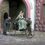 사진-베르타 벤츠(Bertha Benz)의 세계 최초 장거리 왕복 주행 재연 장면