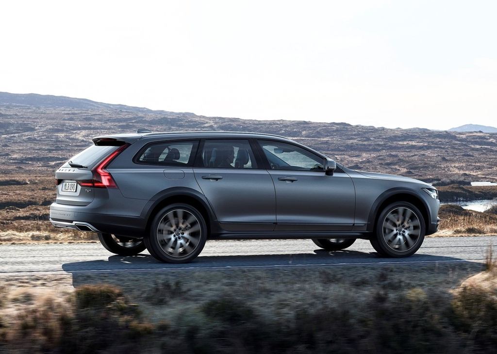 Volvo-V90_Cross_Country-2017-1280-0b