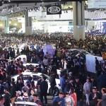 [사진자료1] 2017서울모터쇼 전시장을 찾은 관람객 인파 모습