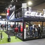 [사진자료2] 관람객들로 붐비는 삼천리 자전거 부스