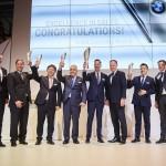 사진3-BMW 엑설런스인세일즈 베스트 BMW i&i퍼포먼스 딜러 선정 도이치모터스 전략기획실 권혁민 이사(좌측에서3번째)