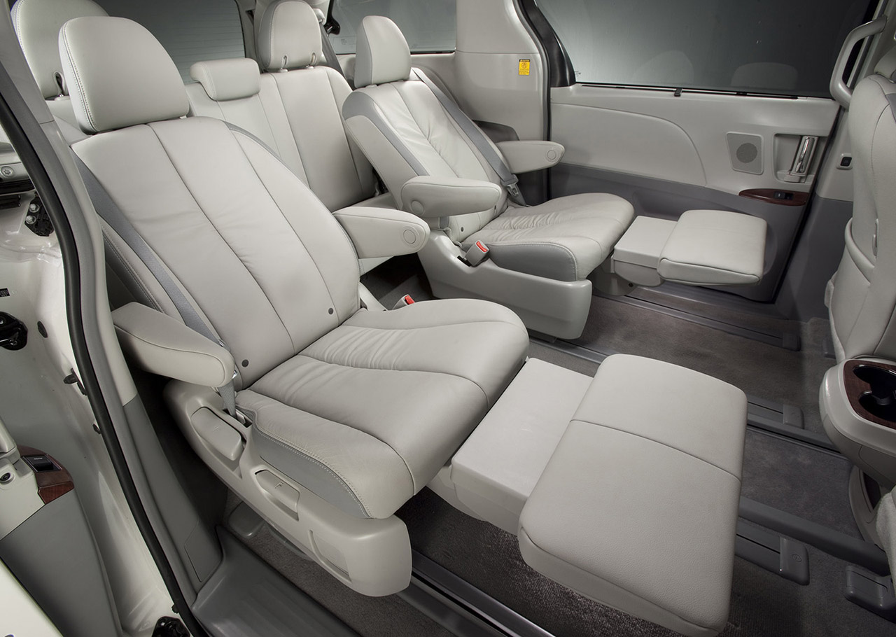 Toyota-Sienna-2011-1600-55