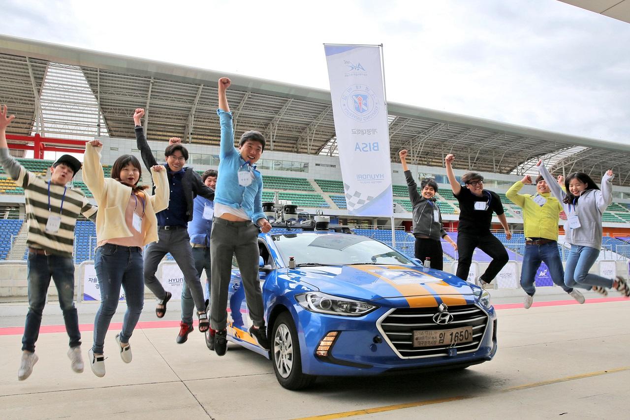 170526 (대회결과사진2) 현대자동차그룹, 대학생 자율주행차 경진대회 본선 개최