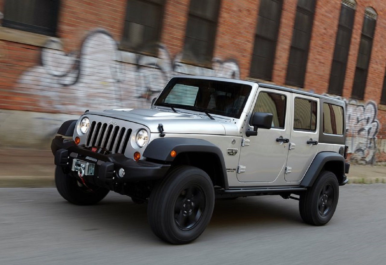 Jeep-Wrangler_Call_of_Duty_MW3-2012-800-06