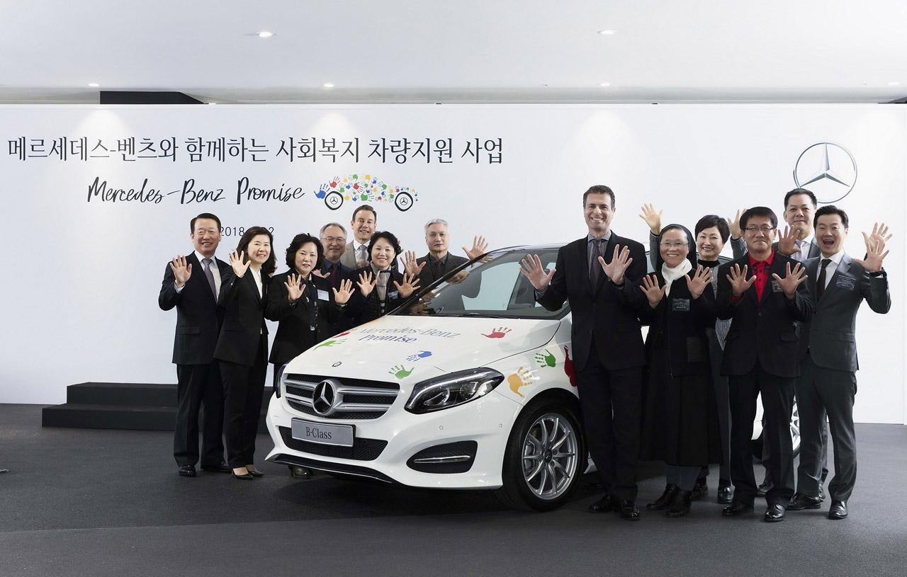 [사진 2] 메르세데스-벤츠 사회공헌위원회 차량 기증식