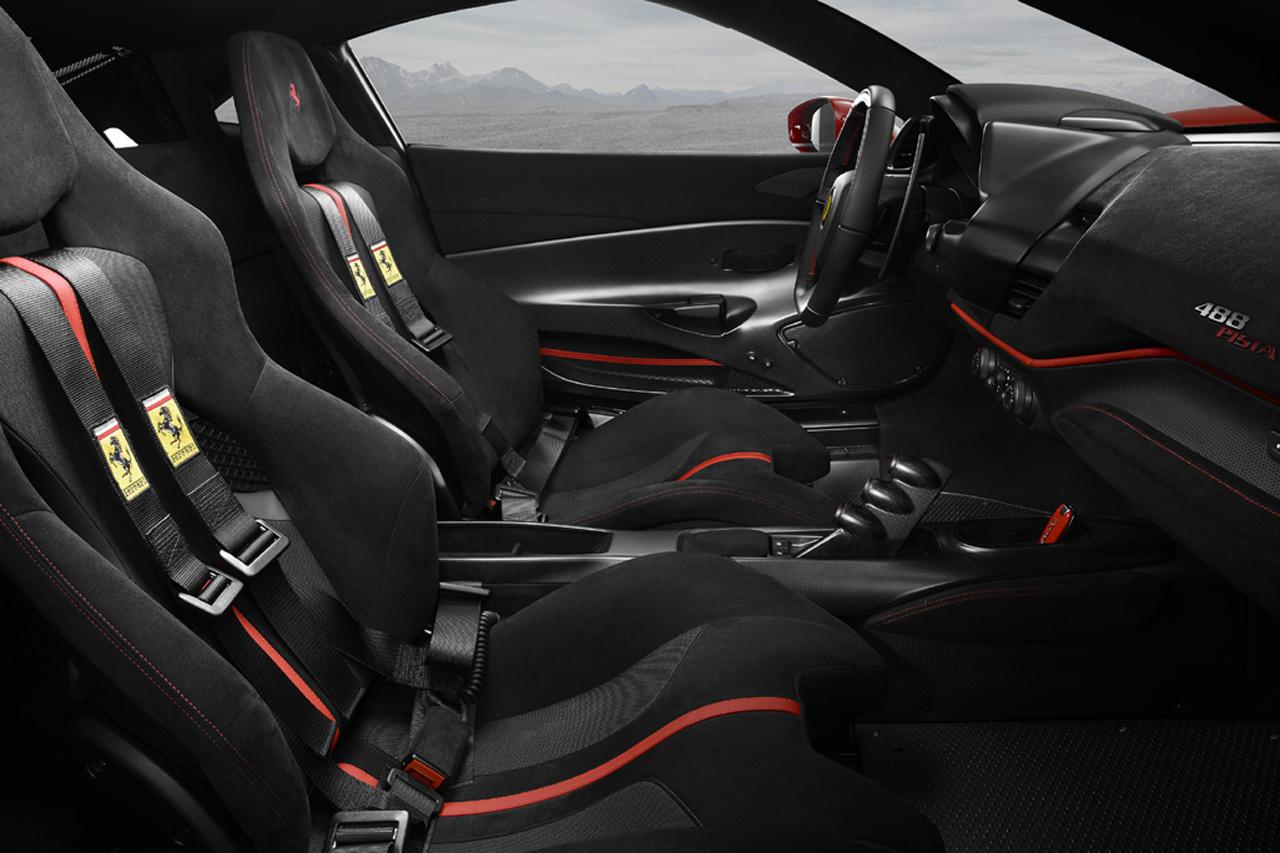 Ferrari_488_Pista_Int_2