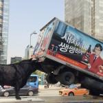 """불스원, 불스원샷 효과 표현한 설치미술작품 """"불끈황소"""" 전시"""