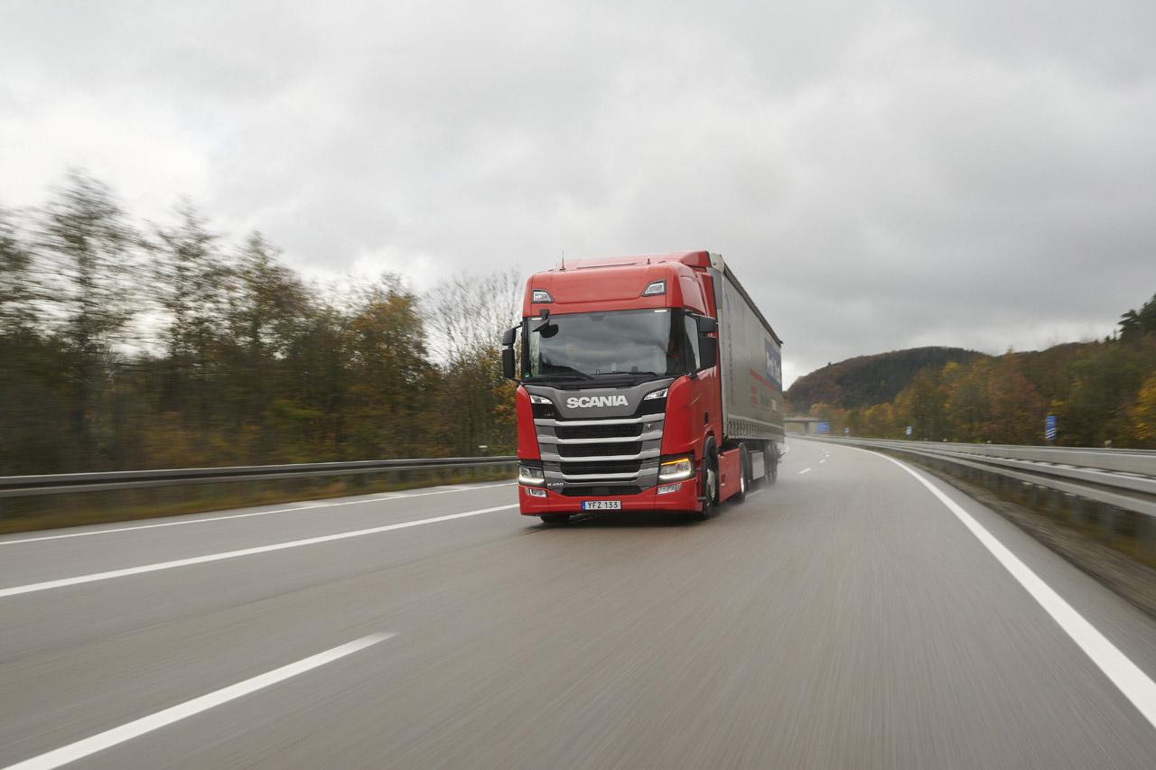 [사진자료1]_유럽 최대 비교 테스트인 '1,000포인트 테스트'에서 1위를 차지한 '올 뉴 스카니아' R450 모델