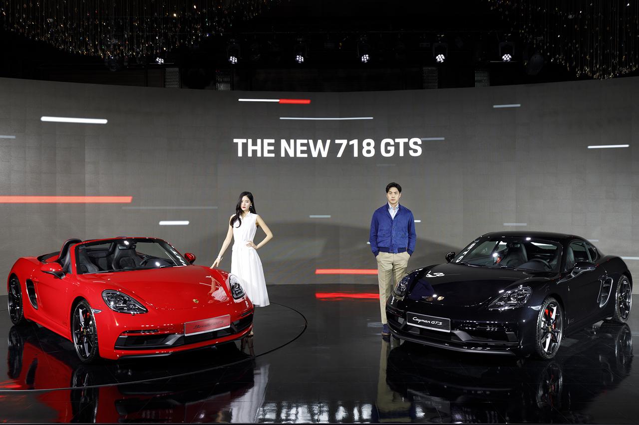 포르쉐 신형 718 GTS 모델  공식 출시 (4)