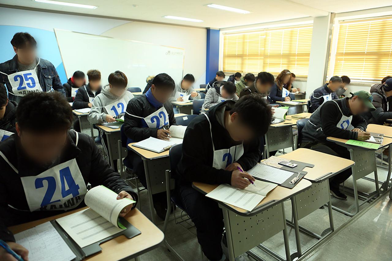 한국자동차진단보증협회 자격시험장 필기시험 이미지