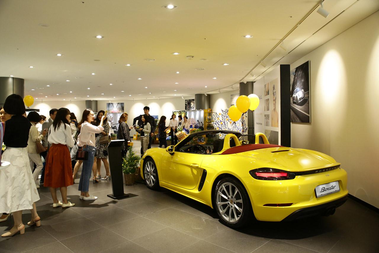 [참고사진] 포르쉐 센터 용산 이탈리아 향수 브랜드 아쿠아 디 파르마 공동 VIP 마케팅 성료a
