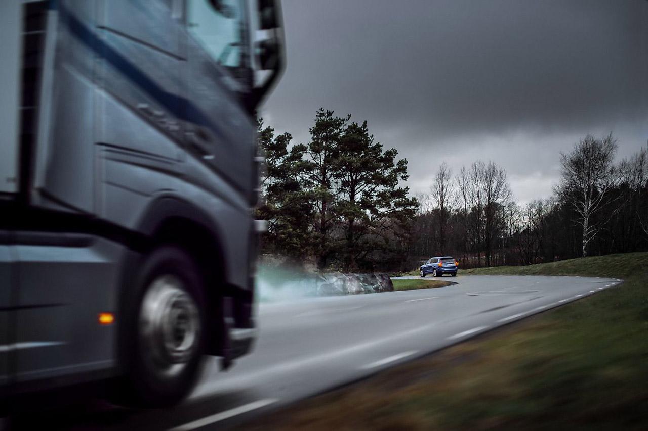 volvo-cars-trucks-sharing-live-data-3