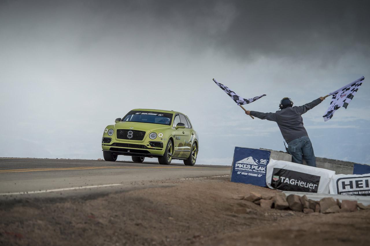 [벤틀리] 벤테이가, 파이크스 피크에서 가장 빠른 SUV로 등극_피니시 라인 (1)