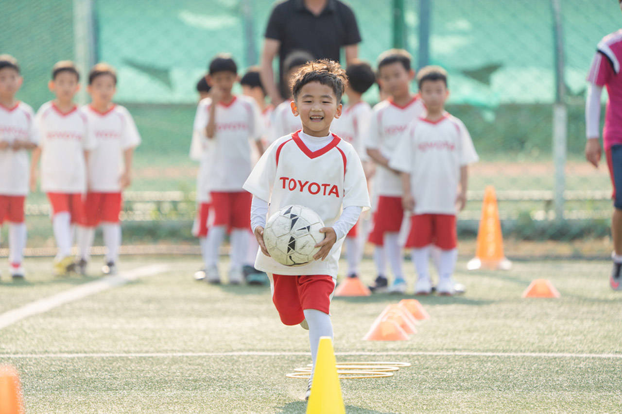 [사진자료 2]토요타 자동차, 축구영웅과 함께하는 어린이 축구 클리닉 성료