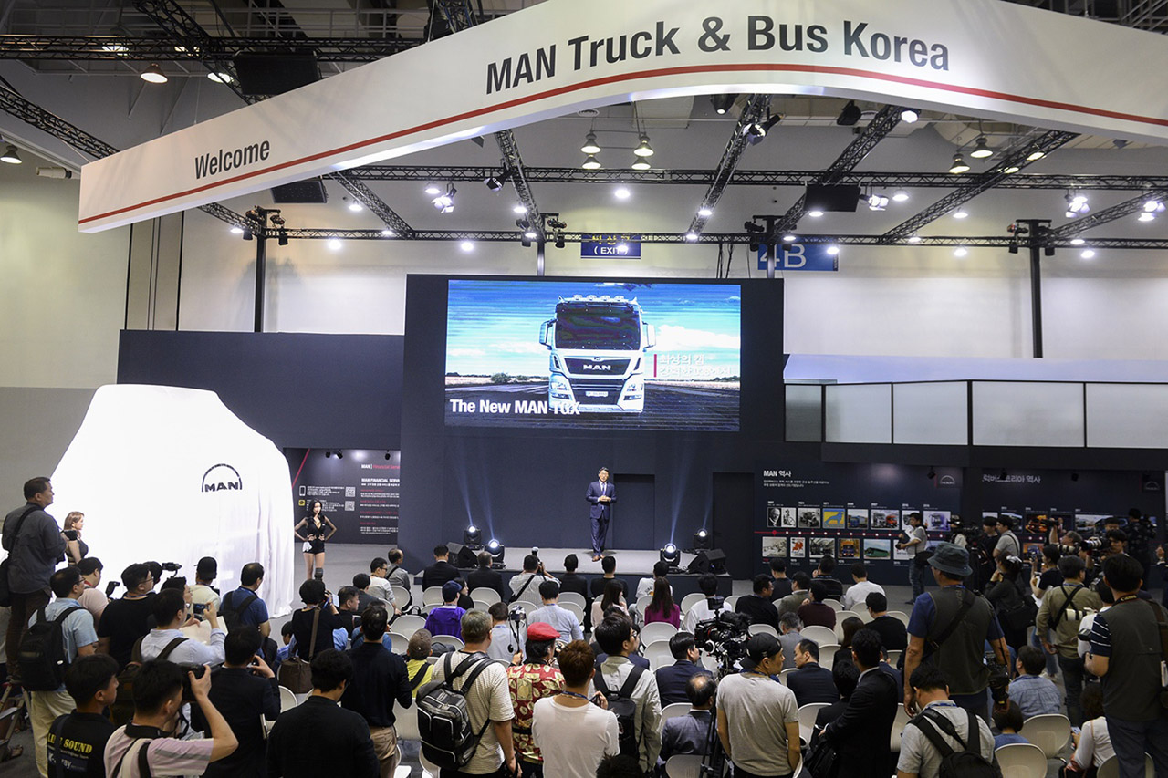 [사진 4] 2018 부산국제모터쇼 만트럭버스코리아 부스 전경