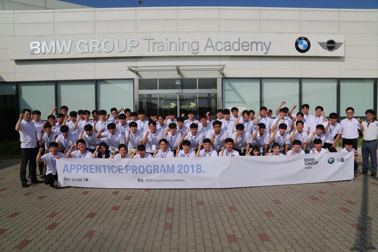 사진 1 - BMW 어프렌티스 프로그램 15기 단체사진