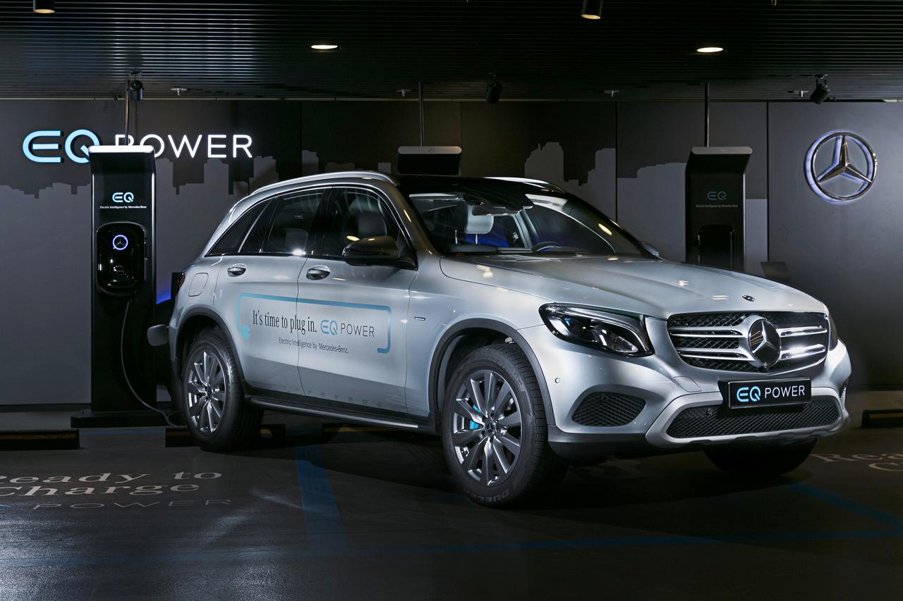[사진 3] 메르세데스-벤츠 코리아의 EQ 차량 및 충전기