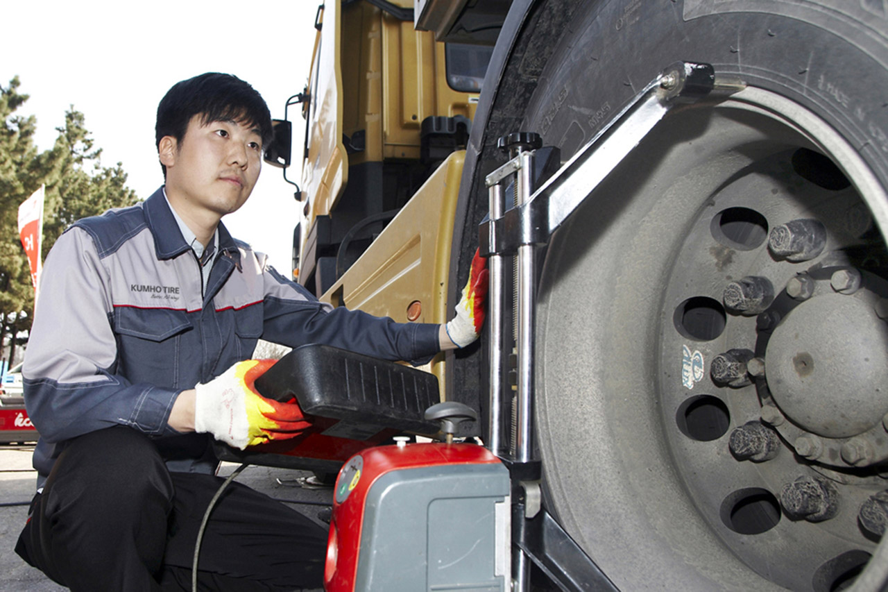 [사진]금호타이어_트럭버스용 타이어 고속도로 안점점검 켐페인