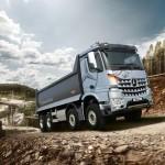 메르세데스-벤츠 트럭, 거친 작업 현장을 압도하는 스타일 파워 덤프 아록스 덤프 실버 불(Arocs Tipper Silver Bull) 출시