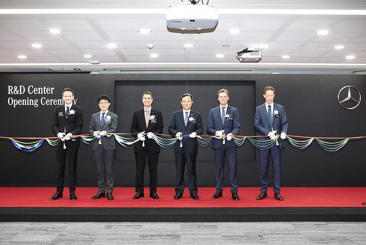 [사진 1] 메르세데스-벤츠 코리아, 미래차 연구개발 위한 아시아 허브, R&D 코리아 센터 확장 오픈