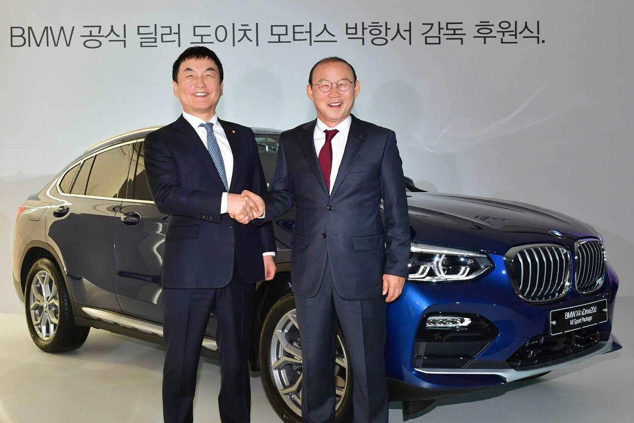 [이미지1] 도이치모터스, 박항서 축구 감독에 BMW X4 차량 전달