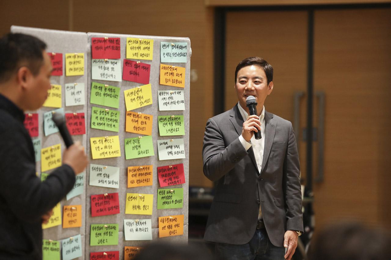 [사진 4] 메르세데스-벤츠 사회공헌위원회, '모바일 아카데미 경력개발 워크숍' 성료