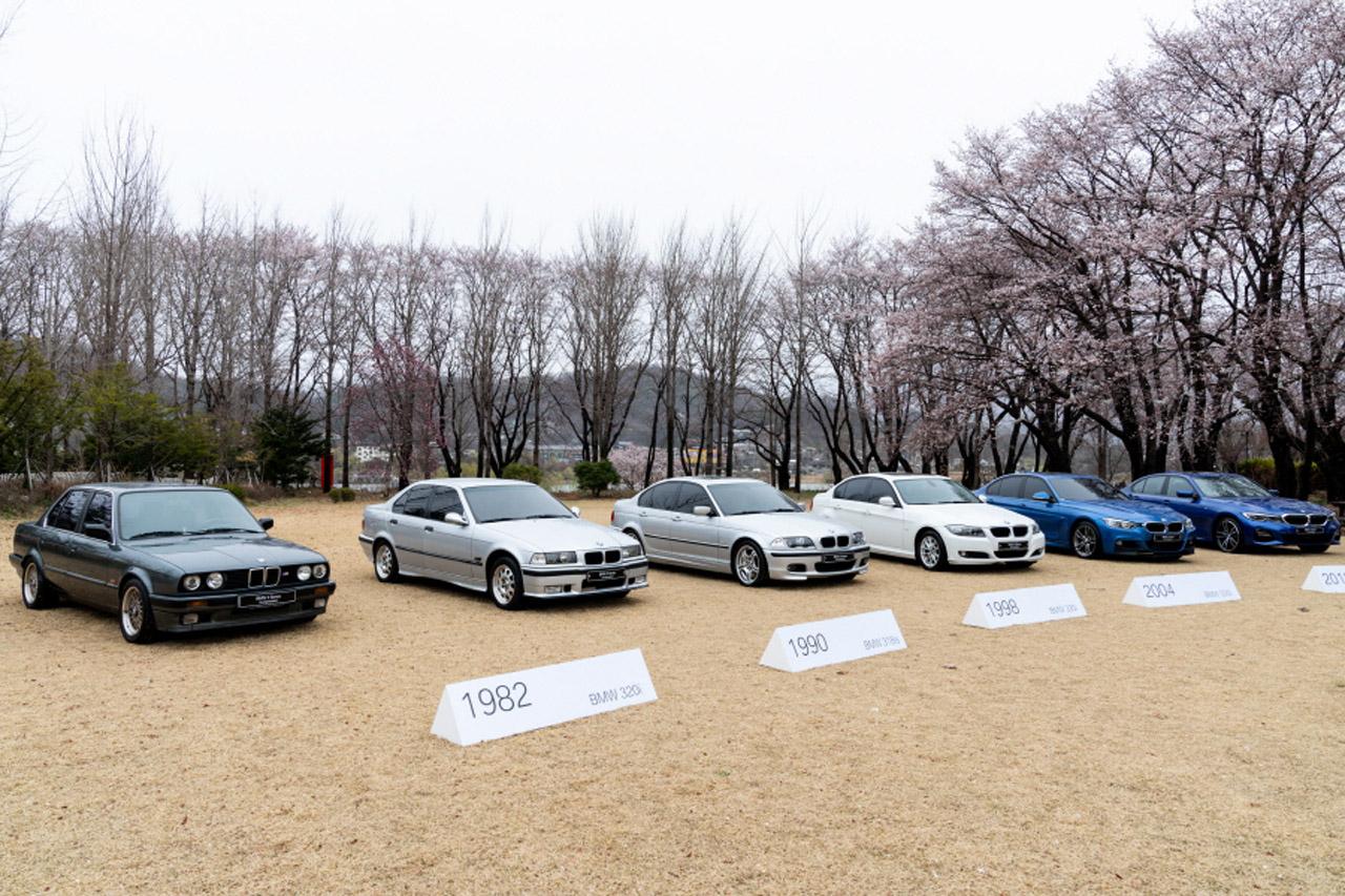 사진 - BMW 3시리즈 히스토리 전시_(좌측부터) 2세대부터 7세대까지의 3시리즈 모델이 전시돼 있다 (2)