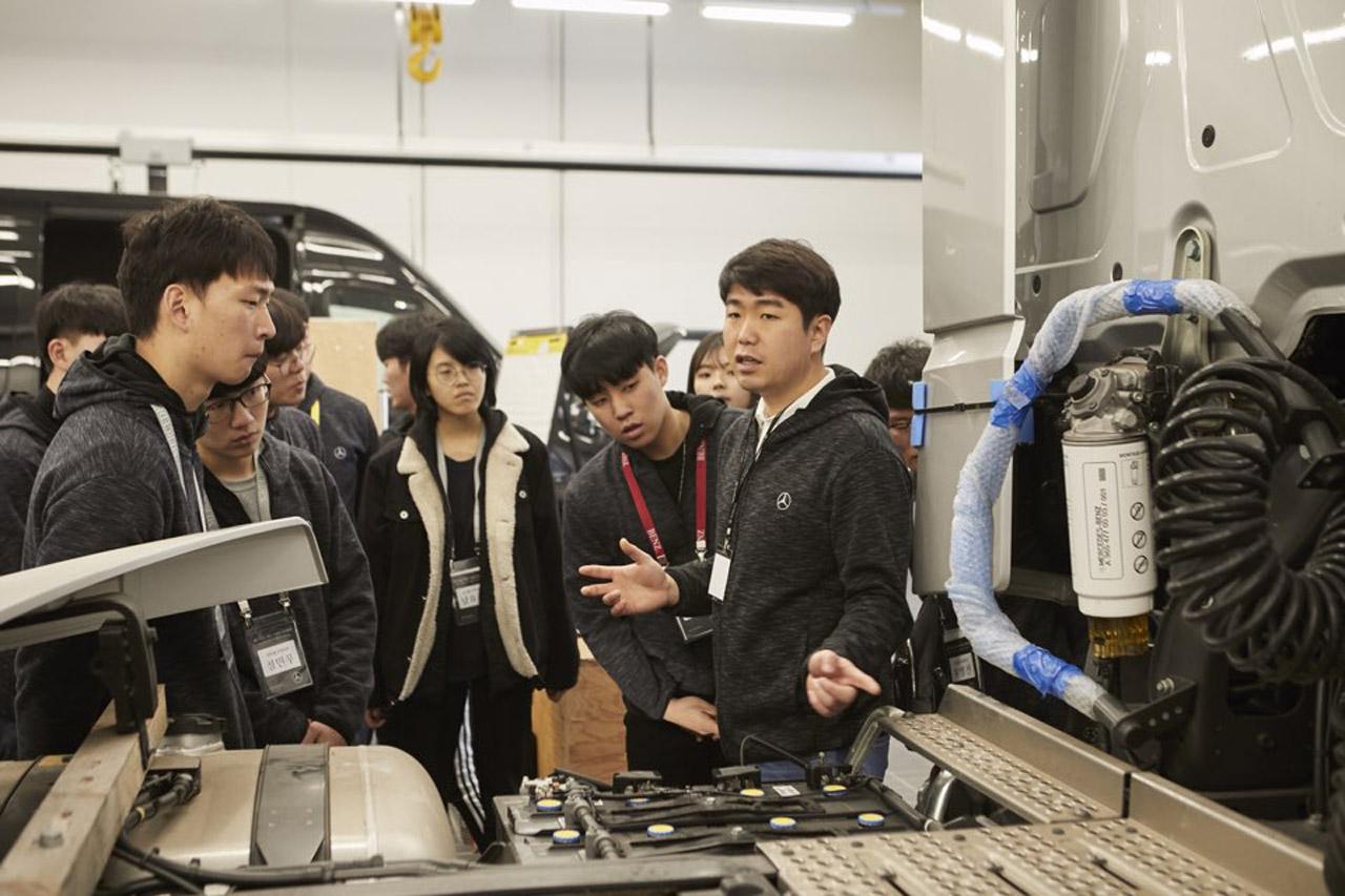 사진2-메르세데스-벤츠 트럭, 대학생 대상 정비 전문가 양성 프로그램 AMT 트럭 1기 모집