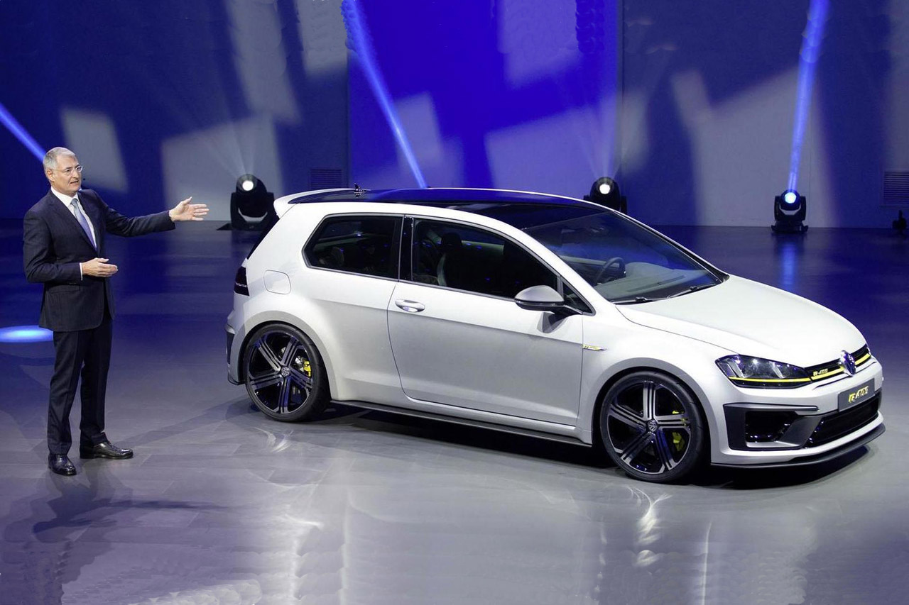 2014-470210-volkswagen-golf-r-400-live-at-auto-china1