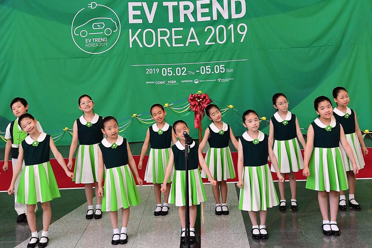 [이미지] EV TREND KOREA 2019 개막식 (6)_축하공연 싱잉엔젤스 어린이 합창단