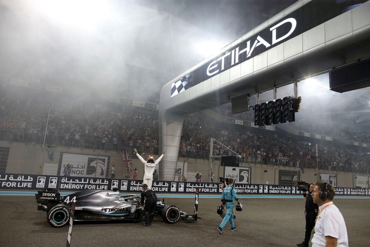 사진3-메르세데스-AMG 페트로나스 모터스포츠팀 아부다비 그랑프리 우승 및 6년 연속 더블 챔피언십 신기록 달성