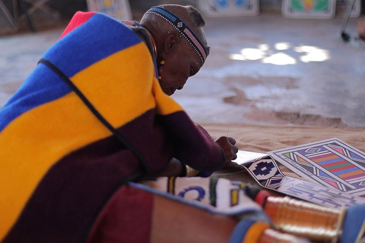 롤스로이스_아프리카 전통 문양 품은_마흘란구 팬텀_이미지4