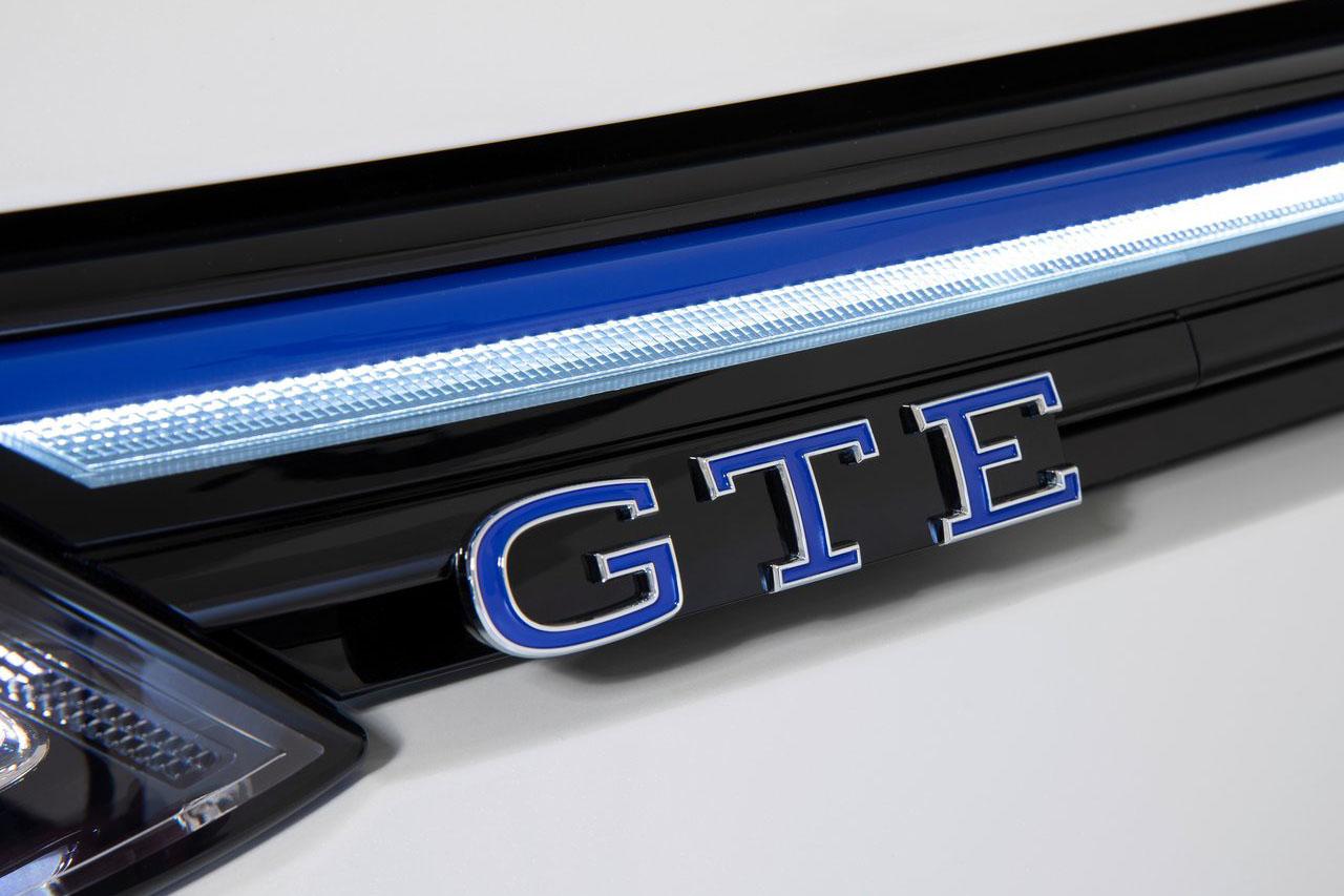 Volkswagen-Golf_GTE-2021-1280-0c