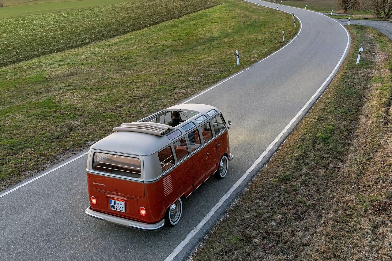 Volkswagen-e-Bulli_Concept-2020-1280-06