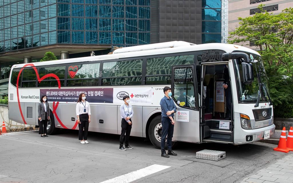 재규어 랜드로버, 대한적십자사와 헌혈 캠페인 및 긴급헌혈서비스 차량 지원