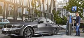 복합연비 16.7km/l, 'BMW 330e' 출시! 가격은 6,260만 원부터