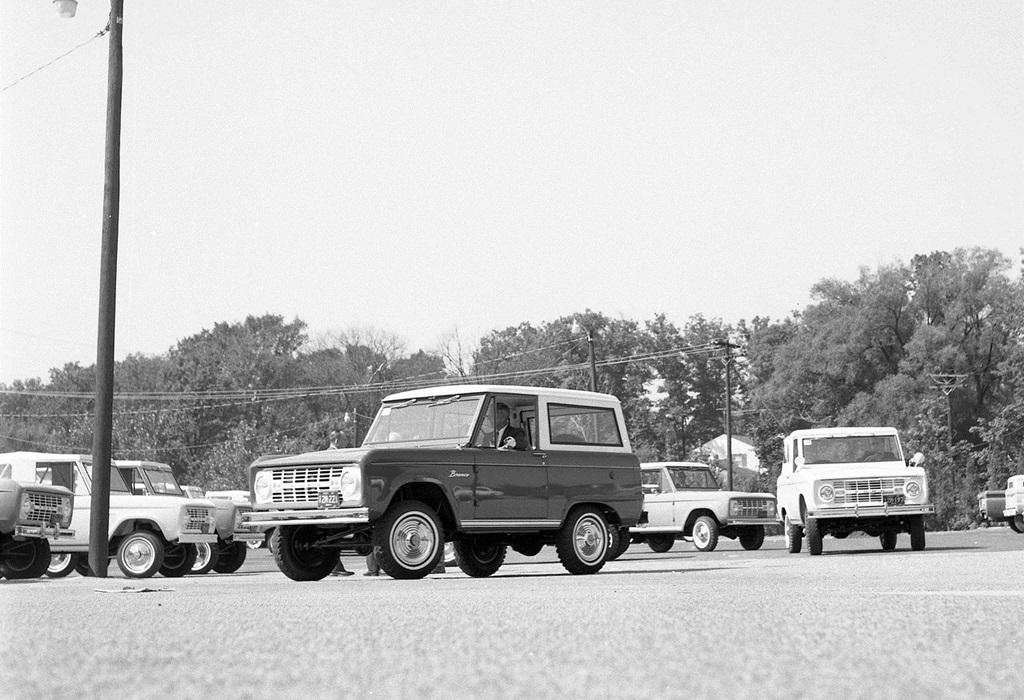 Ford-Bronco-1966-1280-0f